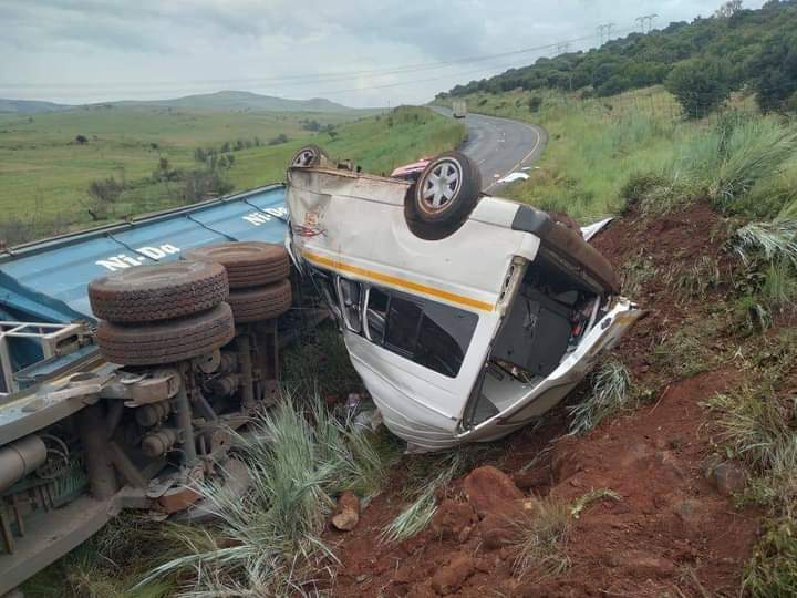 Four killed in Memel road truck and taxi crash in KZN