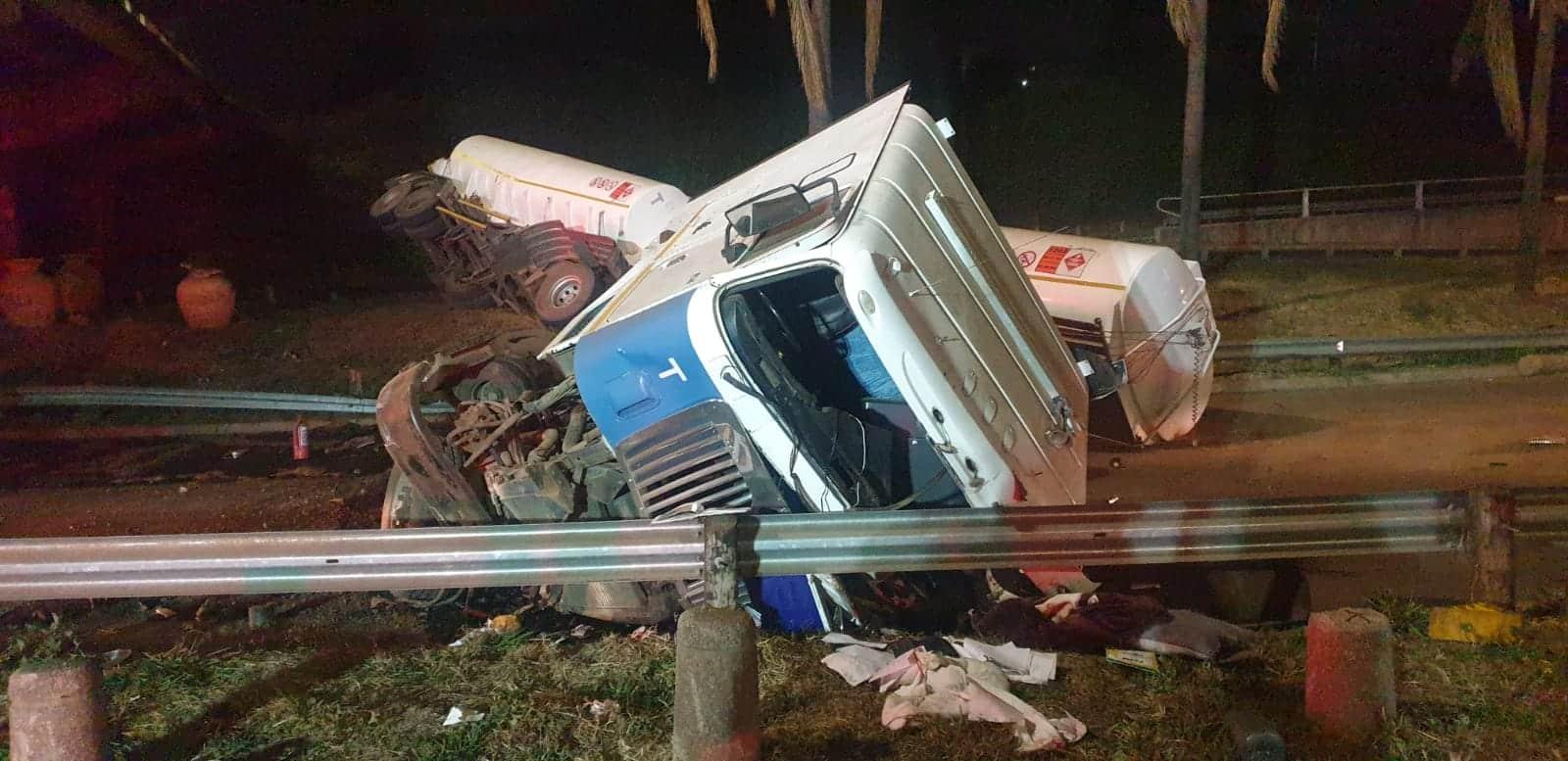 Es'kia Mphahlele drive tanker accident