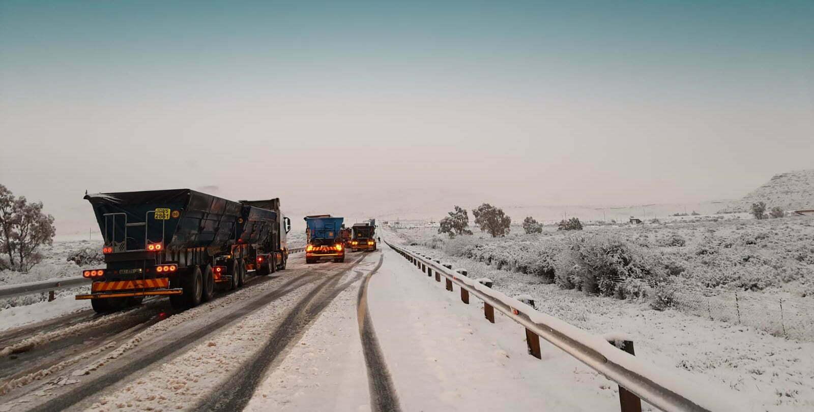 Trucker filmed dangerously overtaking on snow blanketed N10 between Hanover and Middelburg