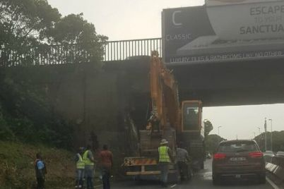 truck-stuck-on-m4.jpg
